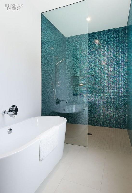 Wanna i prysznic za taflą szkła