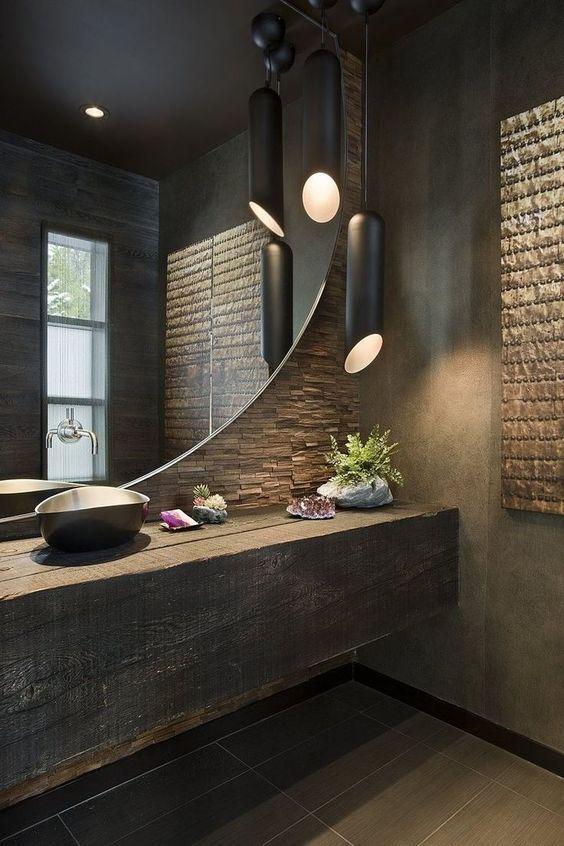 Wielkie okrągłe lustro w łazience