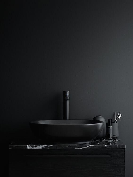 Efekt tajemniczości czarna łazienka